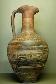 Un esempio di vaso greco decorato con motivi geometrici