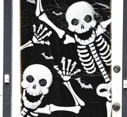 scheletri alla porta